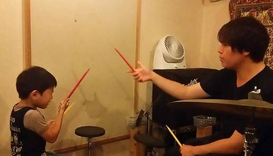 ゲーム感覚で楽しみながらドラムレッスン